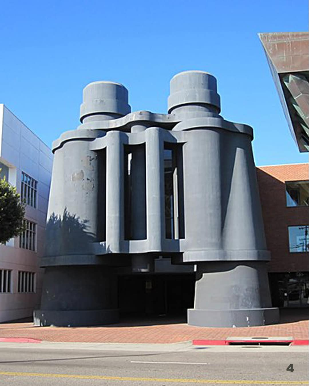 Frank Gehry Claes Oldenburg Binoculars Building Los Angeles stile onirico
