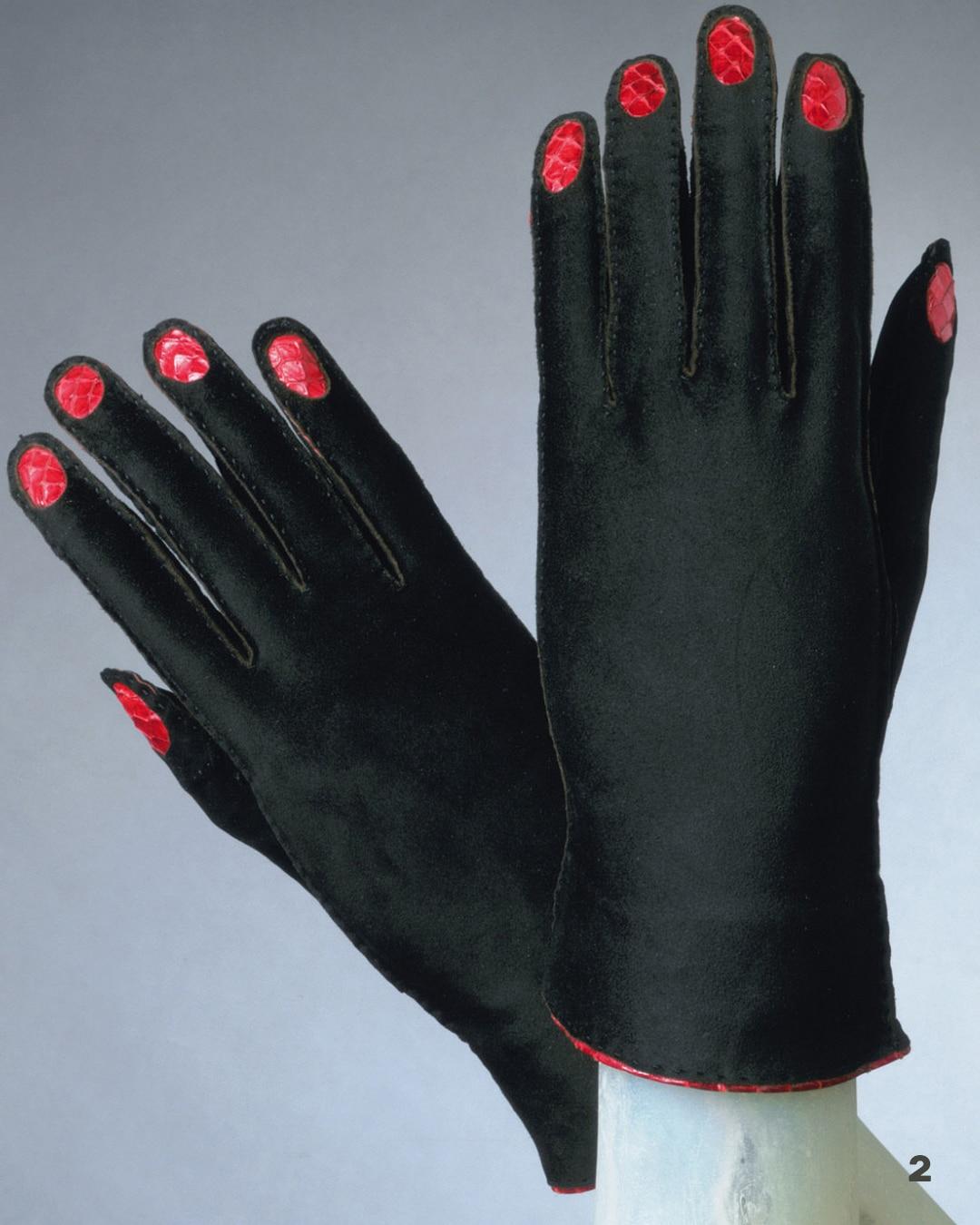 Elsa Schiaparelli Guanti design stile onirico